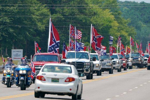 Protestation contre l'interdiction des drapeaux confédérés sur les circuits de Nascar, à Talladega, dans l'Alabama, le 21 juin 2020.