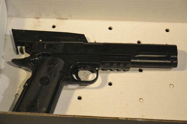 L'arme factice, mais très réaliste, avec laquelle jouait Tamir Rice lorsqu'il a été tué.