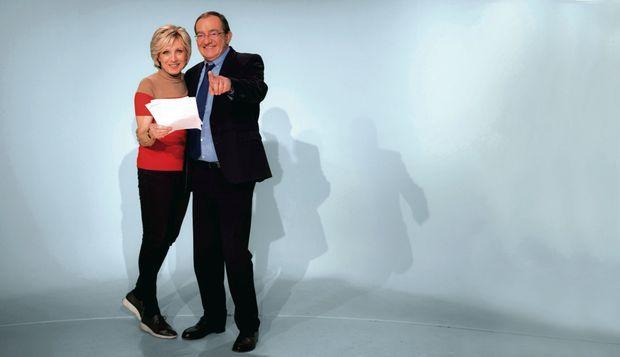 Tandem gagnant. Avec sa complice, la chef météo Evelyne Dhéliat, qui intervient juste après le JT. Ils sont entrés à TF1 la même année, en 1975.