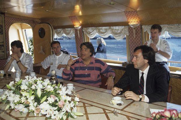 """Dix jours avant la finale, Bernard Tapie avait invité les joueurs de l'OM à se détendre sur son voilier, le """"Phocéa"""", au large de Marseille."""