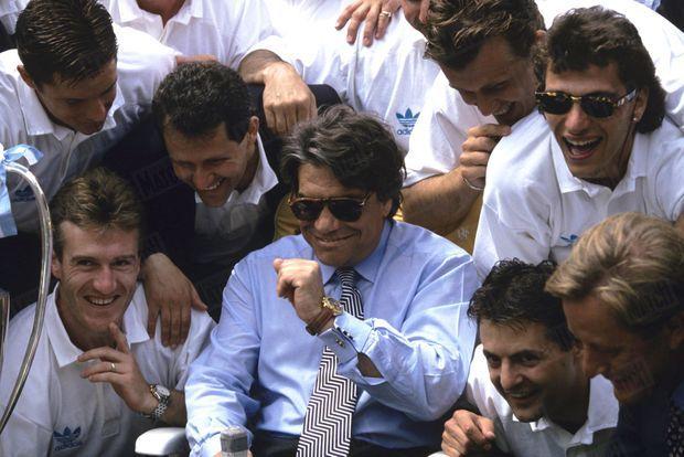 Au lendemain de la victoire, le 27 mai 1993, Bernard Tapie et les joueurs fêtent leur victoire dans leur hôtel de Munich.