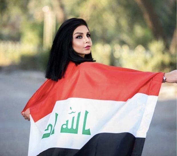Enroulée dans le drapeau irakien. Tara se battait contre tous les extrémistes, en public et dans sa vie privée..