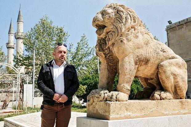 Tarek, le fils de Khaled Al-Asaad, spécialiste des ruines antiques, assassiné par Daech.