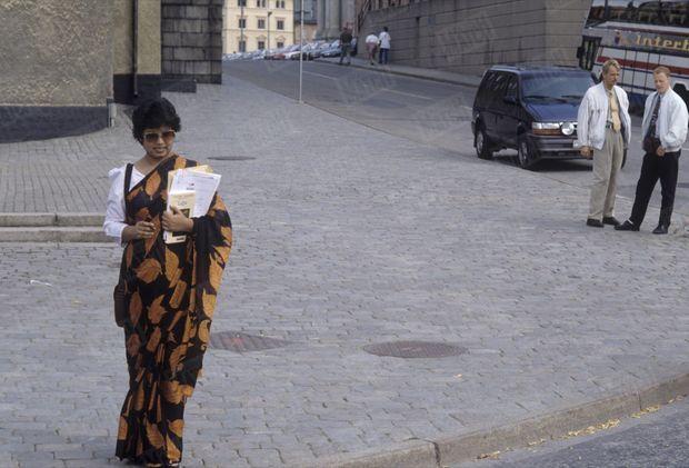 «Après avoir découvert Paris au mois d'avril, Taslima se promène dans les rues de Stockholm.» - Paris Match n°2362, 1er septembre 1994