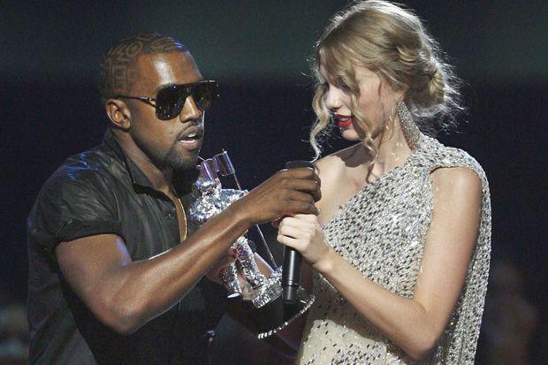 Kanye West volant la vedette à Taylor Swift lors des MTV VMAs en 2009