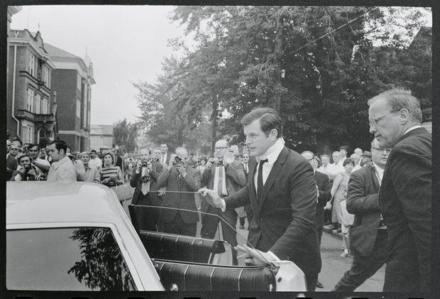 Ted Kennedy aux obsèques de Mary Jo Kopechne, le 25 juillet 1969.
