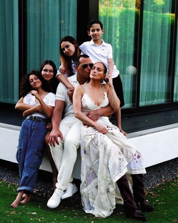 Thanksgiving 2020. Avec les jumeaux nés de son union avec Marc Anthony, Max et Emme, et les filles d'Alex, Natasha et Ella
