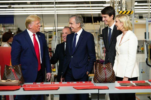 « The art of the deal ». Aux côtés de Donald Trump et Bernard Arnault (de g. à dr.) : Michael Burke, P-DG de Louis Vuitton, Alexandre Arnault et Ivanka Trump, la fille du président américain.