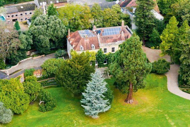The Mill House, un manoir du XVIIe siècle à Sonning, en Angleterre. Acheté 9 millions d'euros par le couple, en 2014.