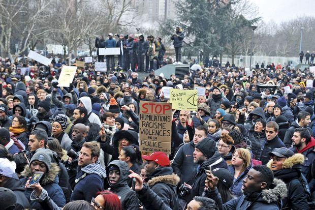 La plupart des manifestants voulaient juste brandir des pancartes et crier leur indignation.