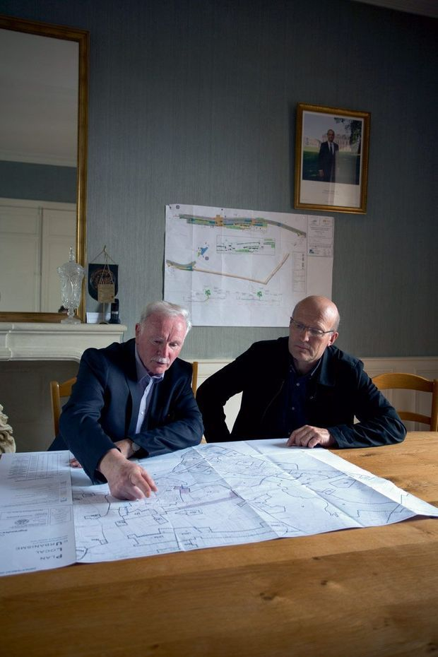 Deux élus pour un seul plan d'occupation des sols. Dans la mairie de l'ancien Ingrandes.