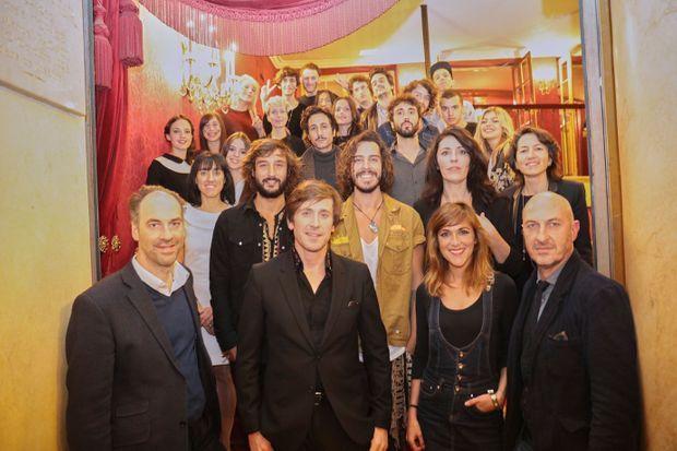 Thomas Dutronc entouré des dix révélations du Prix talents W9.