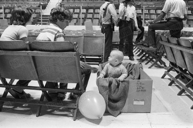 Le gouverneur de Pennsylvanie avait fait évacuer femmes enceintes et enfants en bas âge des environs immédiats de la centrale nucléaire de Three Mile Island, au lendemain de l'incident, le 28 mars 1979.