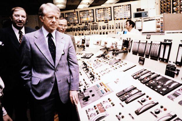 Le président Jimmy Carter en visite à la centrale de Three Mile Island, le 1er avril 1979, trois jours après l'accident.