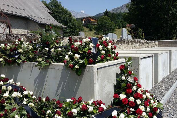 La tombe du journaliste iranien mort dans le crash.