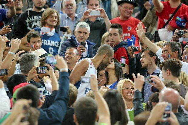 Le baiser de la victoire pour Tony Parker, en septembre dernier, lorsque les Français sont devenus champions d'Europe à Ljubljana.