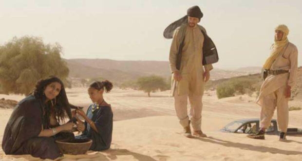 """Toulou Kiki à gauche, avec Abel Jafri debout à droite, dans une scène de """"Timbuktu"""", le film d'Abderrahmane Sissako, événement cinématographique de l'année 2015"""