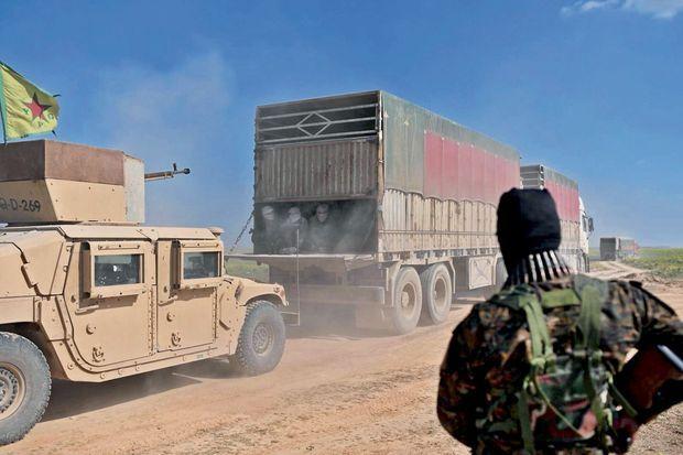 Tous les jours, de nouveaux convois remplis de djihadistes avec leurs familles se dirigent vers le camp d'Al-Hole, dans le nord de la Syrie. Quarante-cinq mille personnes y attendent déjà de connaître leur sort.