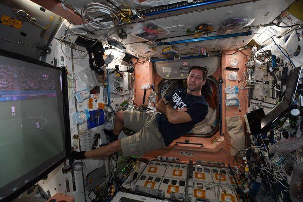 Thomas Pesquet dans l'ISS devant France-Portugal.