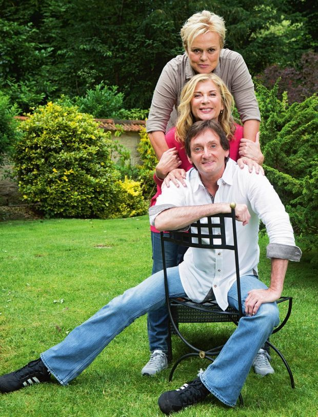 Trois acrobates… de la plume : leurs sketchs et leurs spectacles communs ont déjà fait rire plus d'un million de spectateurs.