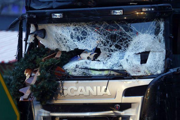 Le camion de la mort qui a tué 12 personnes au marché de Breitscheidplatz, à Berlin.