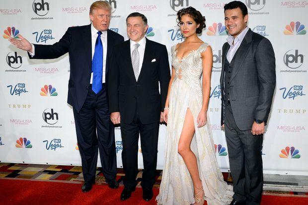 Donald Trump, Aras Agalarov, Miss Univers 2012 Olivia Culpo et Emin Agalarov, en juin 2013.