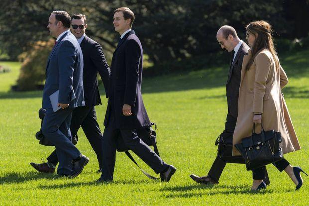 Dan Scavino, Nicholas Luna, Jared Kushner, Stephen Miller et Hope Hicks quittant la Maison-Blanche, le 30 septembre 2020.
