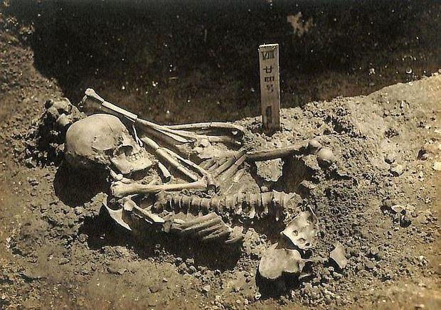 Le pêcheur a été enterré dans le cimetière proche de Tsukumo, avec sa jambe gauche tranchée posée sur le torse.
