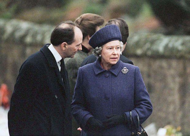 « Devant les nounours en fleurs, tout le Royaume s'unit aux larmes d'Elizabeth. » - Paris Match n°2444, 28 mars 1996