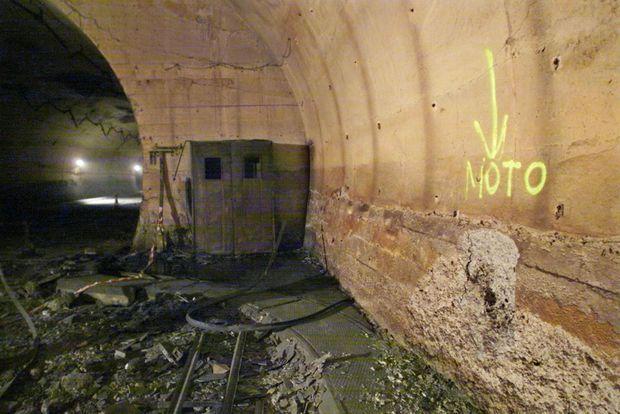 L'emplacement où a été retrouvé la moto de Pierlucio Tinazzi, qui a péri en refusant d'abandonner l'automobiliste français Maurice Lebras, et après avoir sauvé plus d'une dizaine de personnes de l'incendie du Tunnel du Mont-Blanc, le 24 mars 1999.