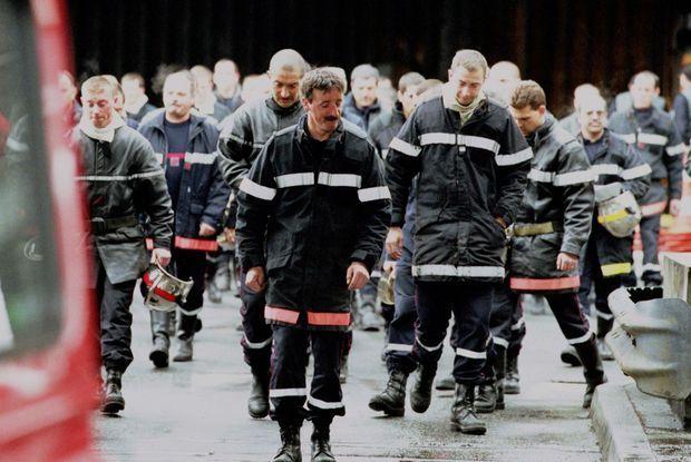 Les soldats du feu, combattant l'incendie du Tunnel du Mont-Blanc, le 24 mars 1999.