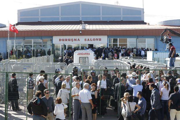 Devant la prison de Silivri.