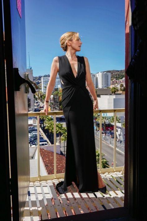 Un air de déesse grecque sur l'Olympe du cinéma.