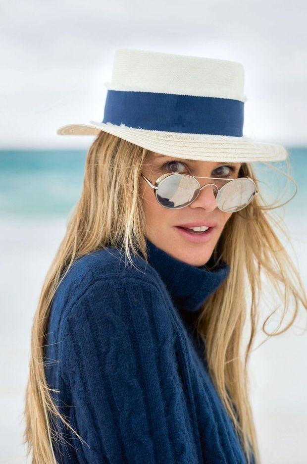 Un chapeau mais plusieurs casquettes : mannequin, actrice, productrice et redoutable businesswoman.