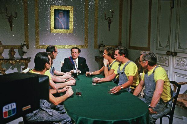 Un Conseil des ministres bien arrosé : une scène prévue pour le 31 décembre 1980 dans « Le Collaro Show », l'émission de Stéphane Collaro (à dr. au milieu) qui sera censurée.