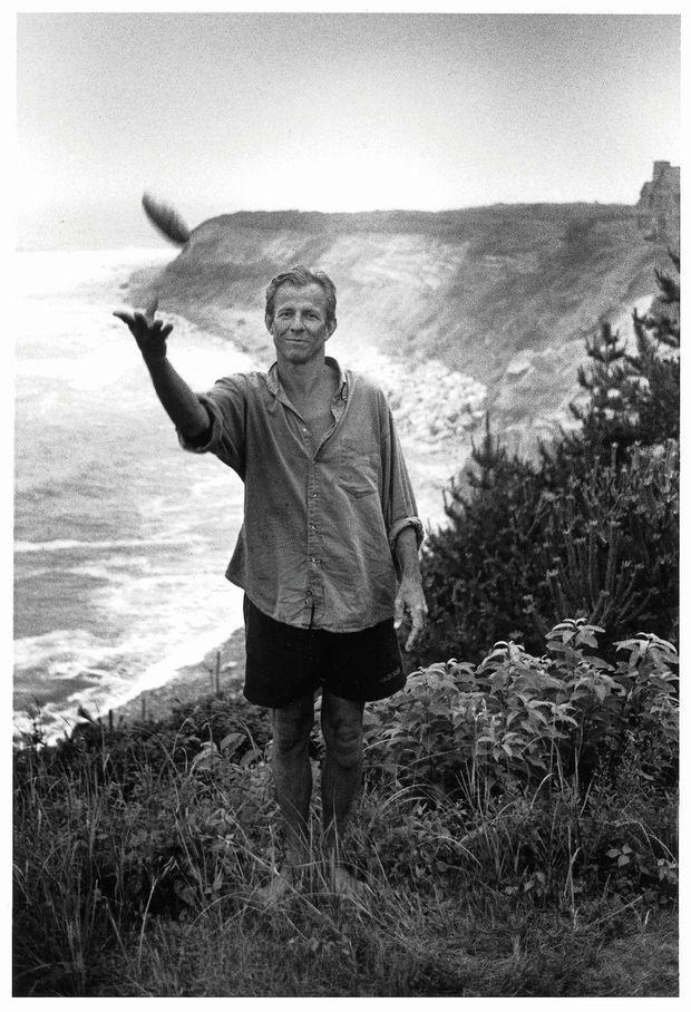 Un dandy-baroudeur de 57 ans aux allures de jeune premier. En 1995, sur la côte sauvage de Long Island.