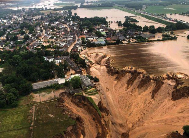 Un glissement de terrain à Erftstadt, non loin de Cologne (Allemagne), le 16 juillet.