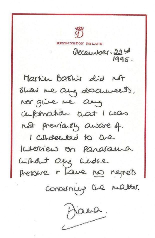 Un mois après l'émission de la BBC, Diana apporte son soutien à Martin Bashir en affirmant qu'il ne lui a montré aucun document. Elle souligne ne pas regretter l'interview