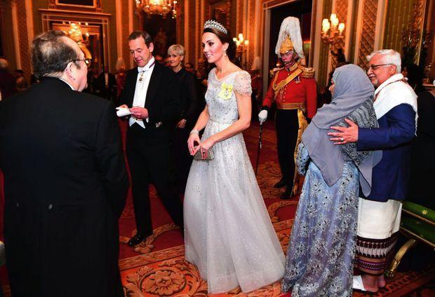 Un port de reine à Buckingham, lors d'une réception donnée au corps diplomatique, le 4 décembre.