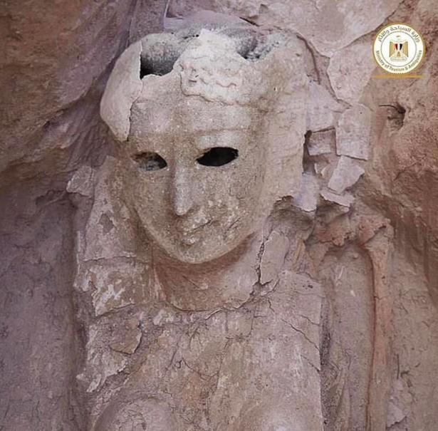 Un troublant masque mortuaire.