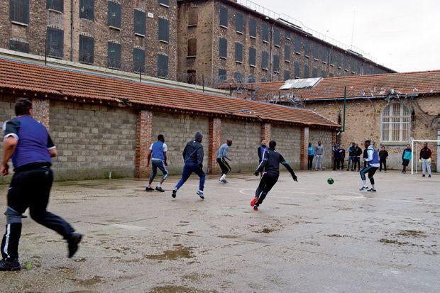 Une équipe de détenus bat celle de la Licra lors d'un match de foot le 5 janvier. Score : 9-0.