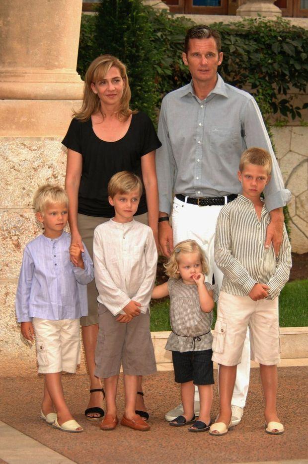 Une famille encore modèle en 2007. Cristina et Iñaki avec Miguel, 5 ans, Pablo Nicolas, 7 ans, Irene, 2 ans, et Juan Valentin, 8 ans.