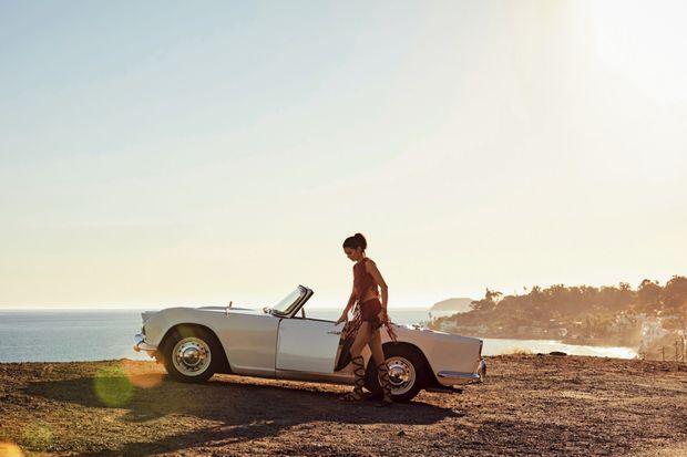 Une Triumph pour Kendall. Dans son garage, on trouve aussi une Rolls Phantom, une Corvette Stingray ou encore une Cadillac Eldorado