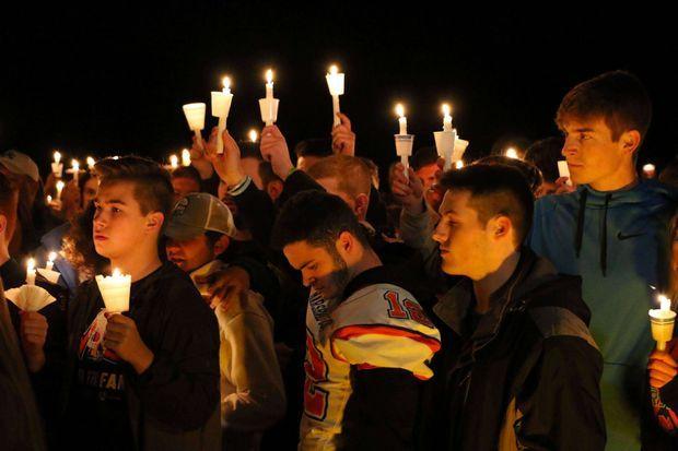 Une veillée en honneur des victimes a eu lieu après le drame.