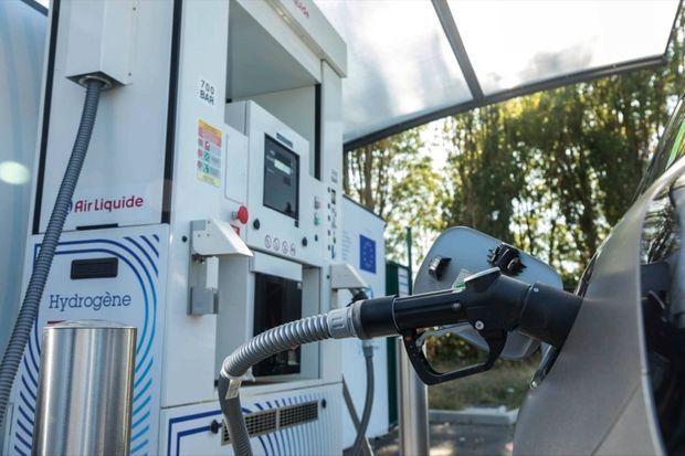 Une voiture à hydrogène ne se recharge donc pas, il suffit d'en faire le plein. Cela prend trois minutes pour recouvrer une autonomie de 400 à 600 kilomètres.