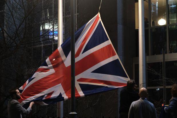 Le drapeau britannique a été enlevé de la façade du Parlement européen.