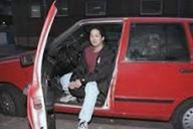 Le van Thanh, conducteur de la Fiat Uno blanche repeinte grossièrement en rouge après l'accident.