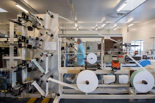 Dans l'usine de masques de Kolmi-Hopen, à Saint-Barthélémy-d'Anjou, dans le Maine-et-Loire, le 1er février.