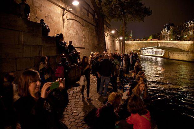 Les quais de Seine à l'occasion de l'exposition Nuit Noire.