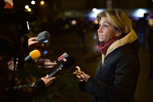 Valérie Pécresse devant l'Hyper Cacher, lundi soir.